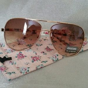 Accessories - Aviators' sunglasses